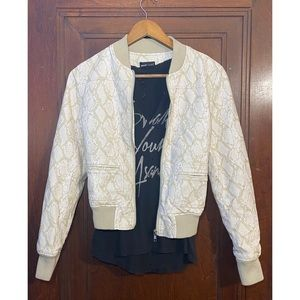 S cream and white snake skin pattern faux leather.